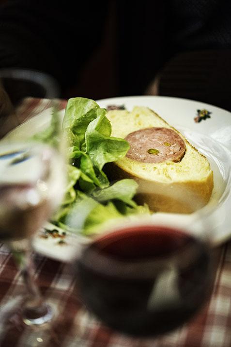 Lyon, bouchon lyonnais, Le Musée, saucisson brioché